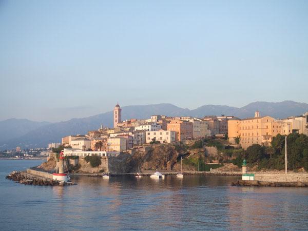 La citadelle et l'entrée du vieux port de Bastia