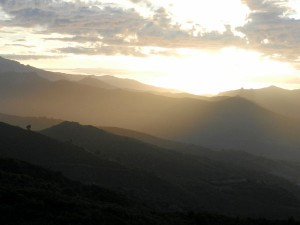 Coucher de soleil sue le massif de Tenda vue depuis la maison